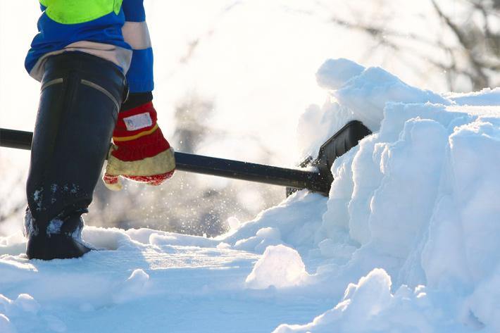 уборка-территории-от-снега