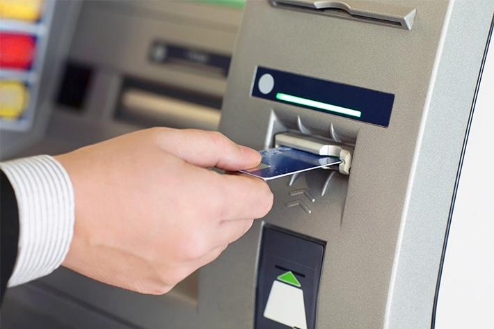 снятие в банкомате фото